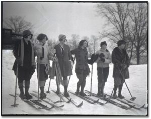 skiers_in_high_park_1925-550x435
